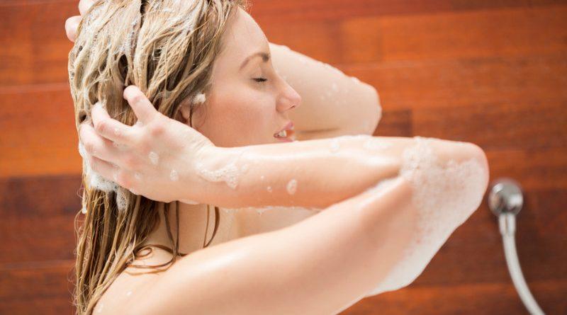 woman using sulfate free shampoo
