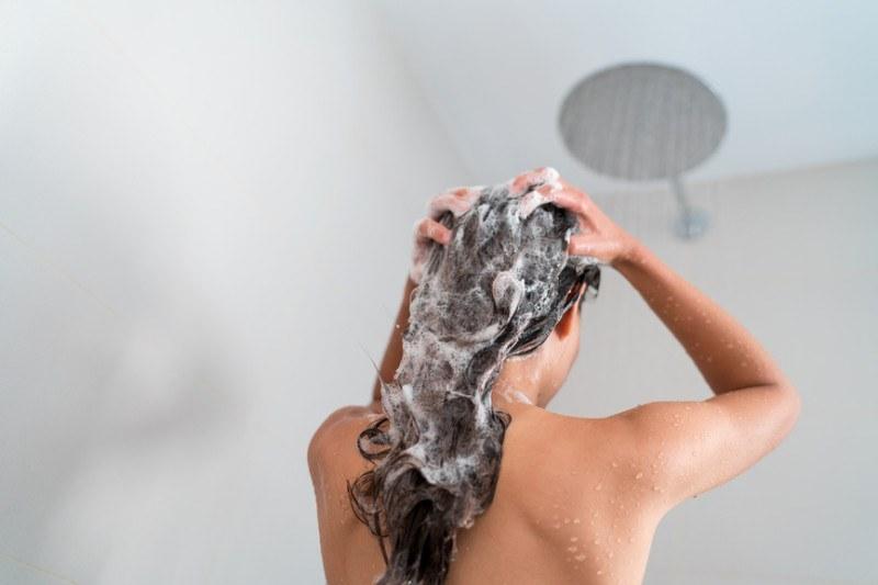 woman-with-dandruff-washing-hair